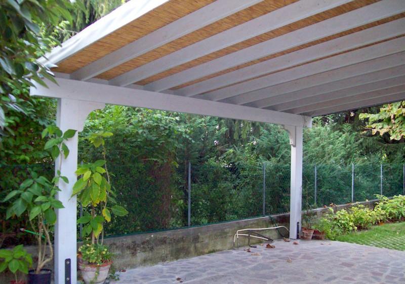 Pergolato di abete sbiancato copertura in bamb vz - Tende in bambu per esterni obi ...