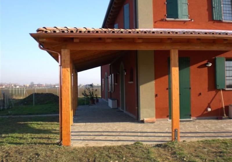 Porticato angolare in legno di abete lamellare con copertura fissa