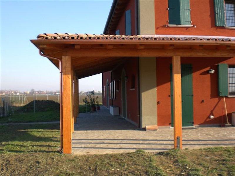 Porticato angolare in abete lamellare con copertura fissa for Piccoli piani di portico in legno