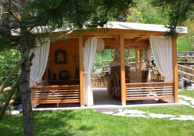 Gazebo chiusure perimetrali e casetta annessa in abete - Chiusure per finestre in legno ...