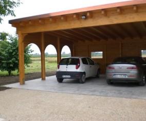 Cover auto con casetta annessa in legno di abete lamellare copertura fissa perlina e guaina