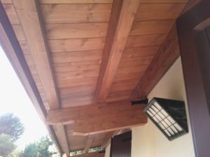 Pensilina  senza spinte in legno di abete lamellare con copertura in perlinato e tegole