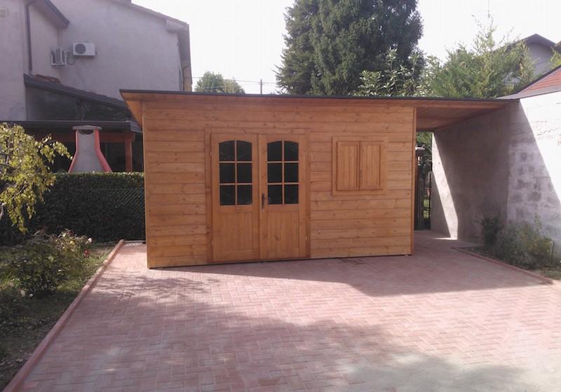 Casetta in abete massello mono falda con legnaia laterale for Casetta in legno con portico