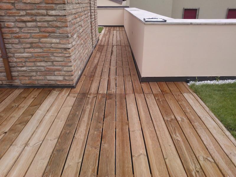 Pavimento galleggiante in legno di pino auto clavato vz for Pavimenti per esterni in legno