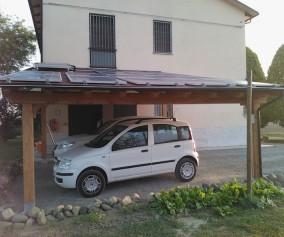 Porticato in legno di abete lamellare con copertura in perlinato di abete e guaina predisposto per impianto fotovoltaico