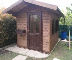 Casetta in opera in legno di abete massello con tetto coibentato