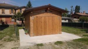 Garage in opera a telaio struttura in lamellare rivestimento in perlinato spessore mm 42
